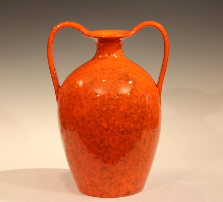 Big 1960s hand-turned Italian pottery vase in classical form with electric mottled orange glaze for Rosenthal-Netter. Attributed to Italica Ars. With original Rosenthal-Netter label. Measures: 15