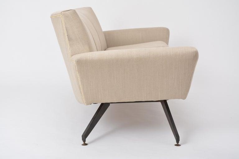 Italian Mid-Century Modern sofa with black Metal base by Lenzi For Sale 5