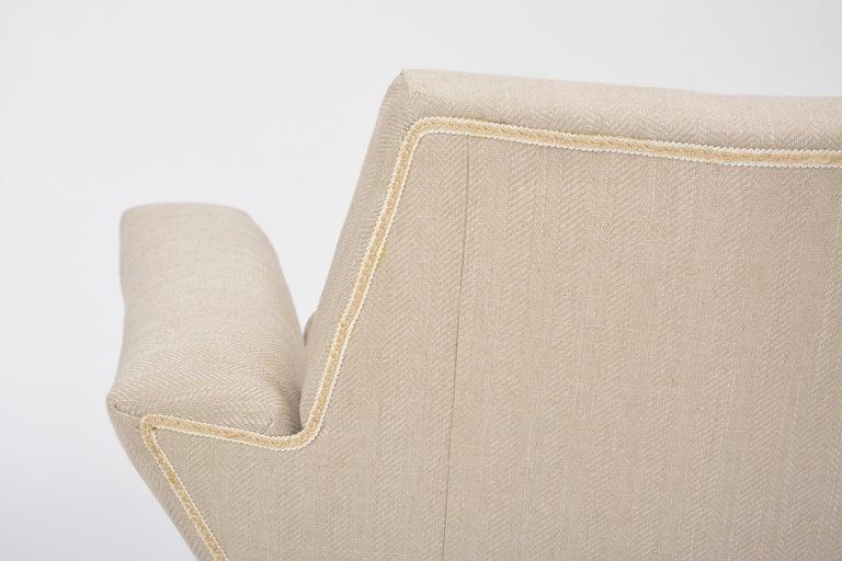 Italian Mid-Century Modern sofa with black Metal base by Lenzi For Sale 6