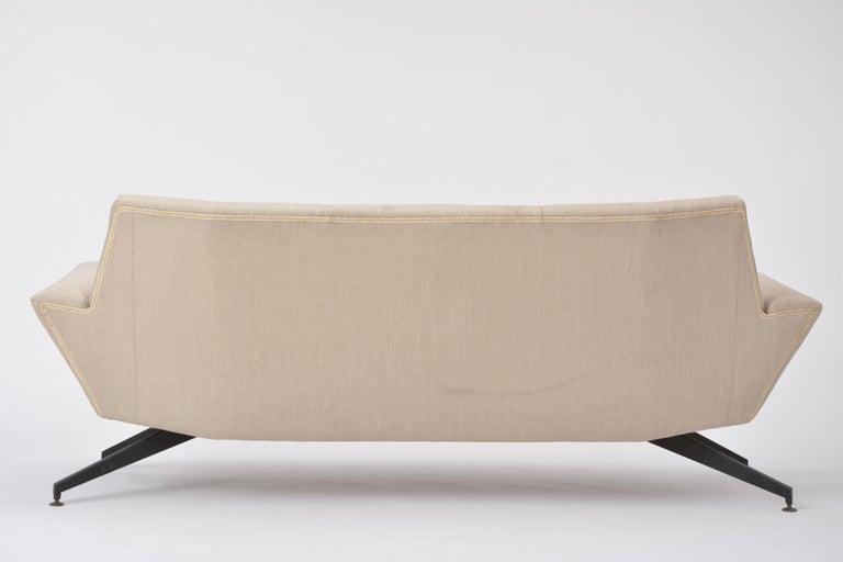 Italian Mid-Century Modern sofa with black Metal base by Lenzi For Sale 9