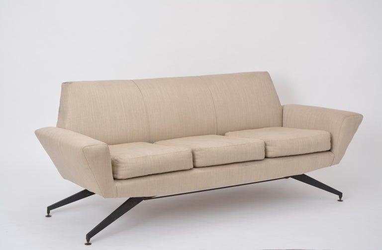 20th Century Italian Mid-Century Modern sofa with black Metal base by Lenzi For Sale