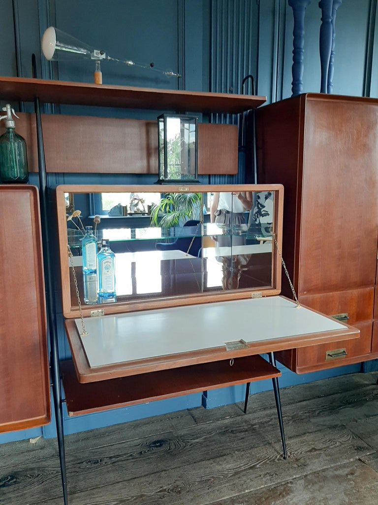 Vintage Italian Teak Wall Unit Sideboard Bookcase with Bar by Silvio Cavatorta In Good Condition For Sale In Baambrugge, NL