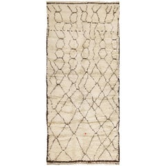 Shag Ivory Vintage Beni Ourain Moroccan Rug. Size: 4 ft 10 in x 11 ft 2 in