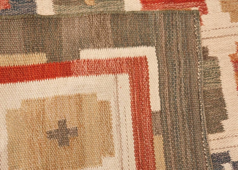 Vintage Scandinvian Swedish Kilim Carpet, Country of Origin: Sweden, Circa date: Mid 20th Century. Size: 7 ft x 9 ft (2.13 m x 2.74 m).