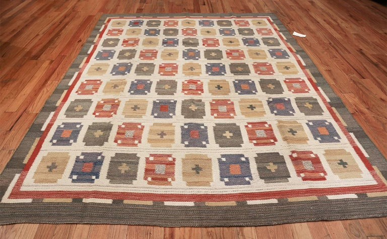 Wool Vintage Ivory Room Size Scandinavian Swedish Kilim Carpet. Size: 7 ft x 9 ft For Sale