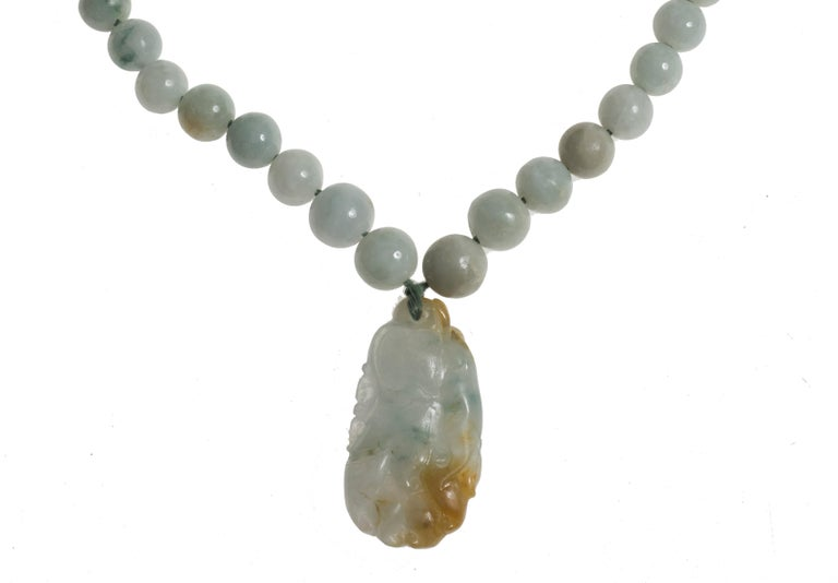 Vintage Jade Necklace with Pendant and Decorations, China, 20th Century In Good Condition For Sale In Roma, IT