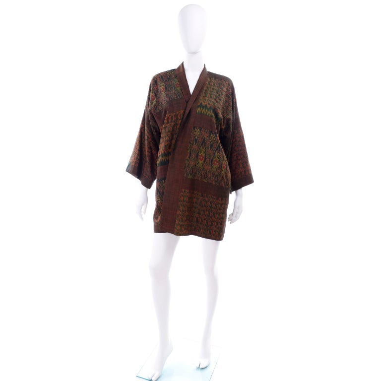 This is a very unique vintage Japanese jacket and we love the interesting ikat type mixed pattern in shades of metallic bronze & green knubby linen or linen blend. This great vintage jacket has pockets and is lined with brown linen. There is also a