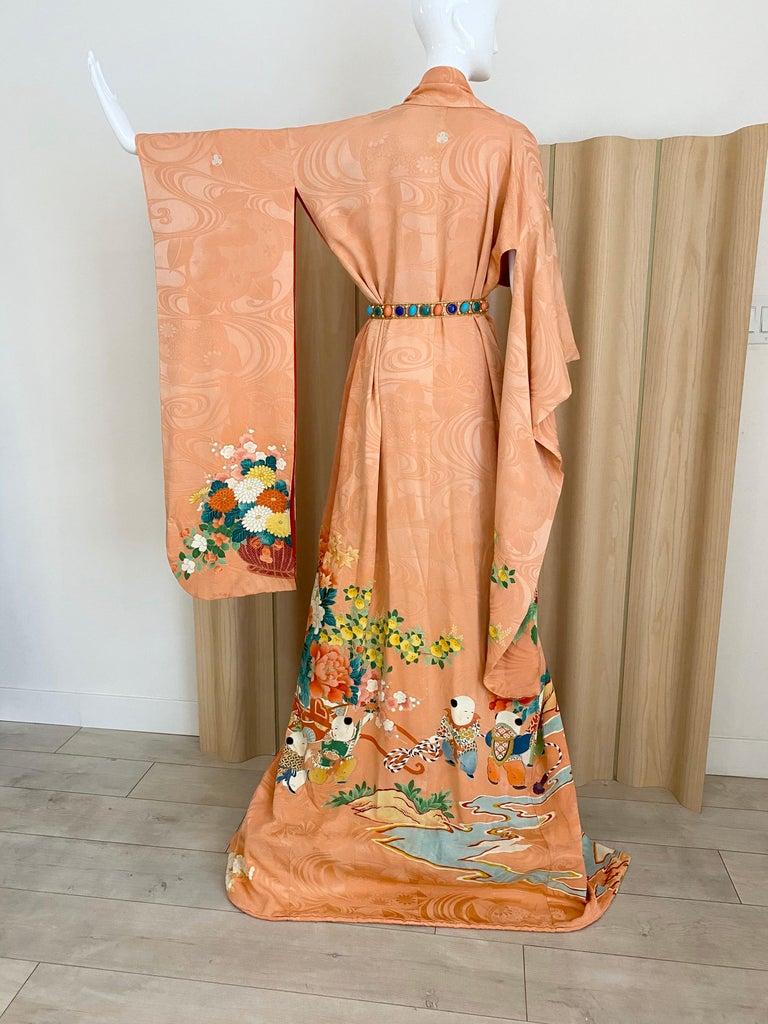 Beautiful Silk print Silk Kimono in floral print.