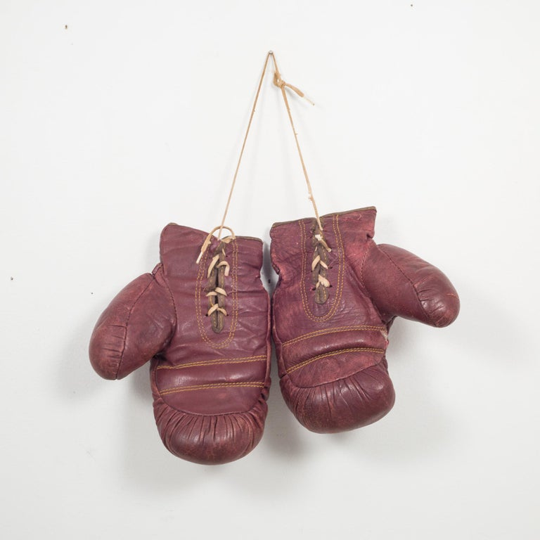 Vintage J.C. Higgins Leather Boxing Gloves, circa 1950-1960 In Good Condition For Sale In San Francisco, CA