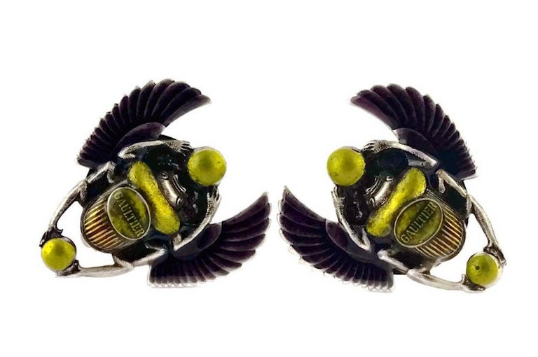 Vintage JEAN PAUL GAULTIER Enameled Scarab Egyptian Earrings In Excellent Condition For Sale In Kingersheim, Alsace