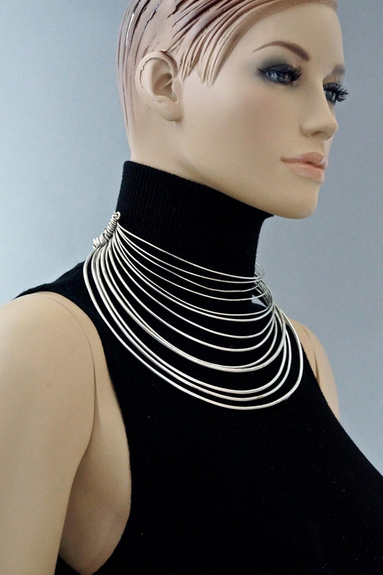 Vintage JEAN PAUL GAULTIER Masai Multi Wire Silver Choker Necklace In Good Condition For Sale In Kingersheim, Alsace