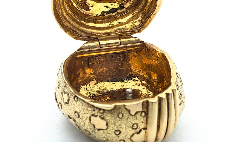 Contemporary Vintage Jean Schlumberger Tiffany & Co. Gold Acorn Pill Box For Sale