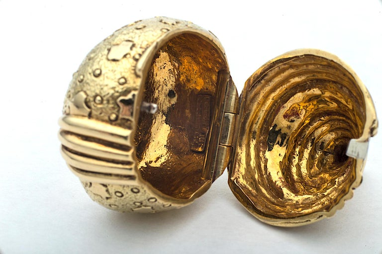 Vintage Jean Schlumberger Tiffany & Co. Gold Acorn Pill Box In Excellent Condition For Sale In Greenwich, CT