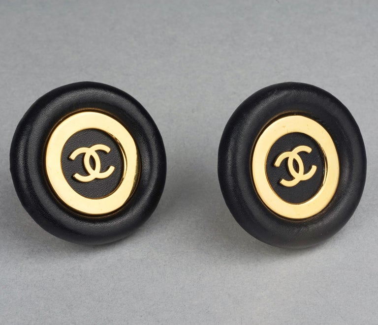 Women's Vintage Jumbo CHANEL CC Logo Lambskin Leather Disc Earrings For Sale