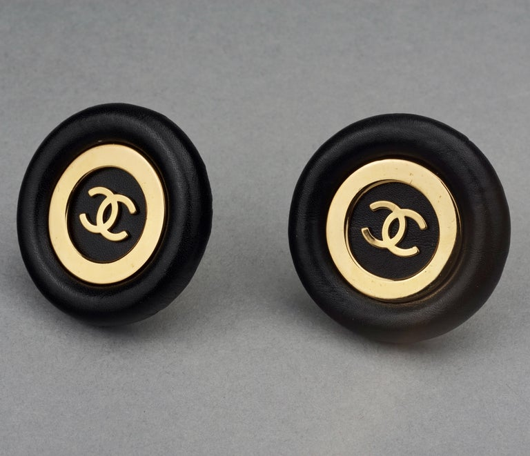 Vintage Jumbo CHANEL CC Logo Lambskin Leather Disc Earrings For Sale 1