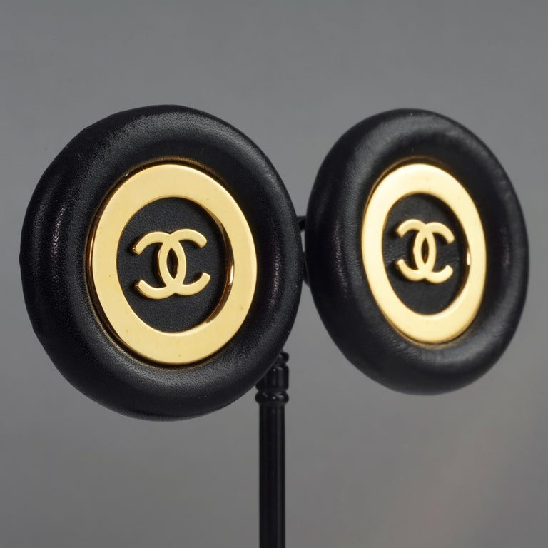 Vintage Jumbo CHANEL CC Logo Lambskin Leather Disc Earrings For Sale 4