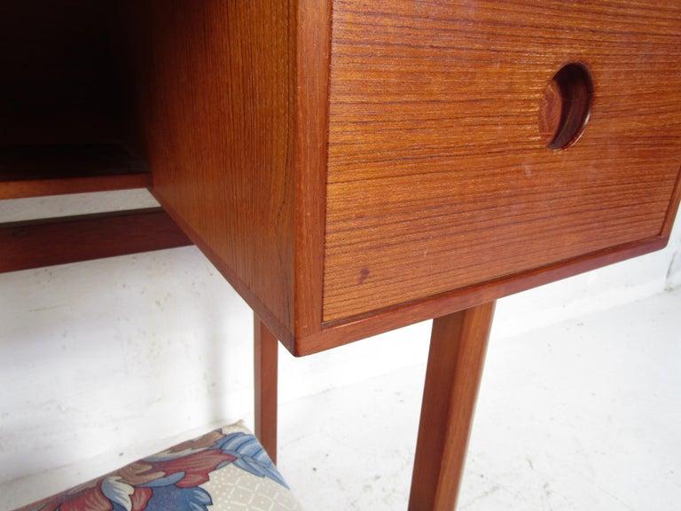Vintage Kai Kristiansen Vanity Table and Stool by Aksel Kjersgaard For Sale 2