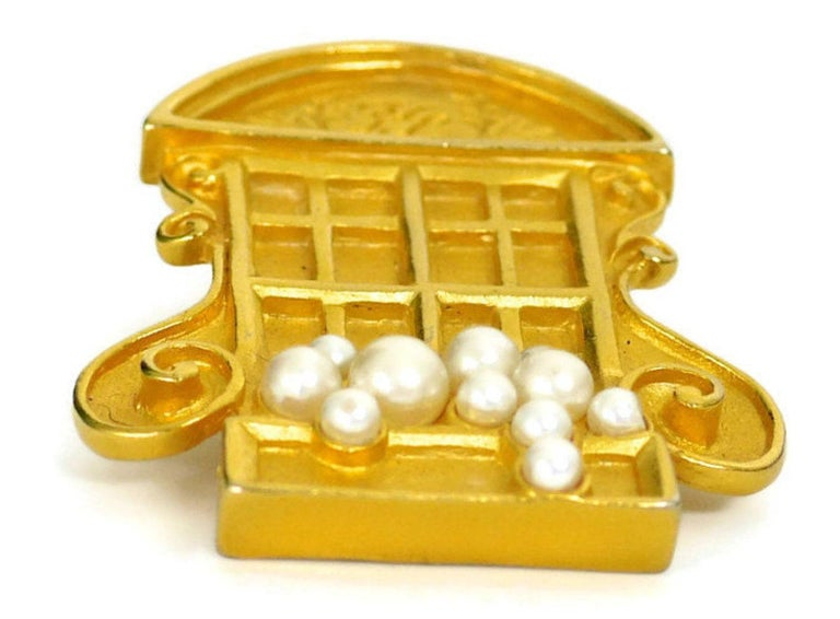 Vintage KARL LAGERFELD French Window Brooch In Good Condition For Sale In Kingersheim, Alsace