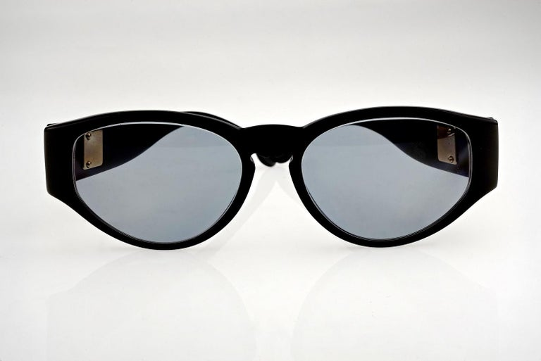 Vintage KARL LAGERFELD Interchangeable Iconic Charms Emblem Sunglasses In Excellent Condition For Sale In Kingersheim, Alsace