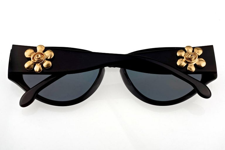 Vintage KARL LAGERFELD Interchangeable Iconic Charms Emblem Sunglasses For Sale 1