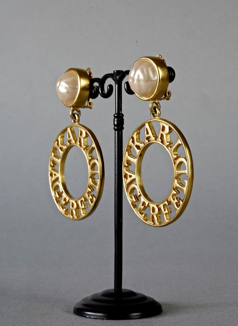 Vintage KARL LAGERFELD Pearl Spelled Out Openwork Hoop Dangling Earrings For Sale 2