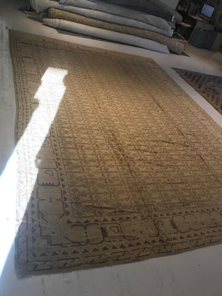 Vintage Khotan (Samarkand) Rug In Good Condition For Sale In New York, NY