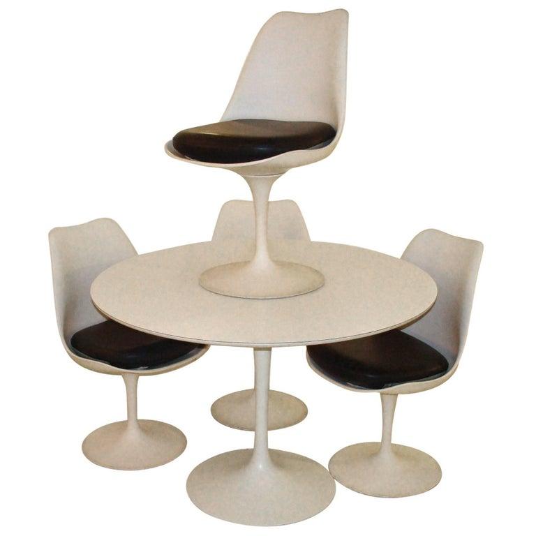 Vintage Knoll Eero Saarinen Tulip Table And Chairs At 1stdibs