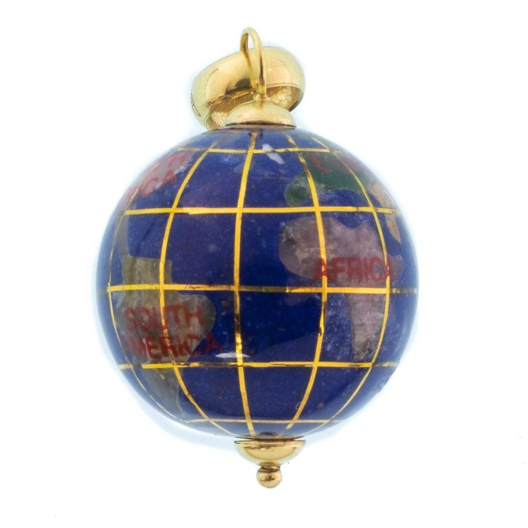 Vintage Lapis and 18 Karat Yellow Gold Globe Charm In Excellent Condition For Sale In New York, NY