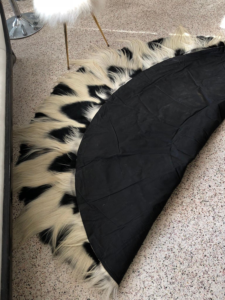 Vintage Large Circular Colobus Monkey Fur Floor Rug, circa 1969, Fully Lined For Sale 5