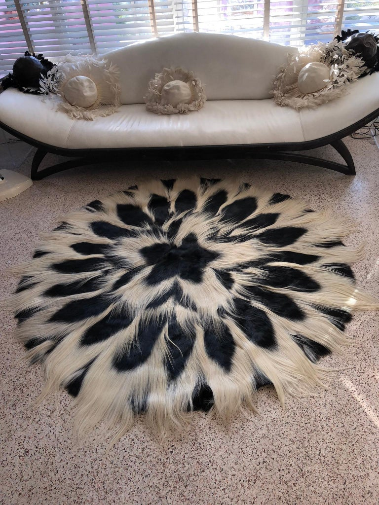 Vintage Large Circular Colobus Monkey Fur Floor Rug, circa 1969, Fully Lined For Sale 1