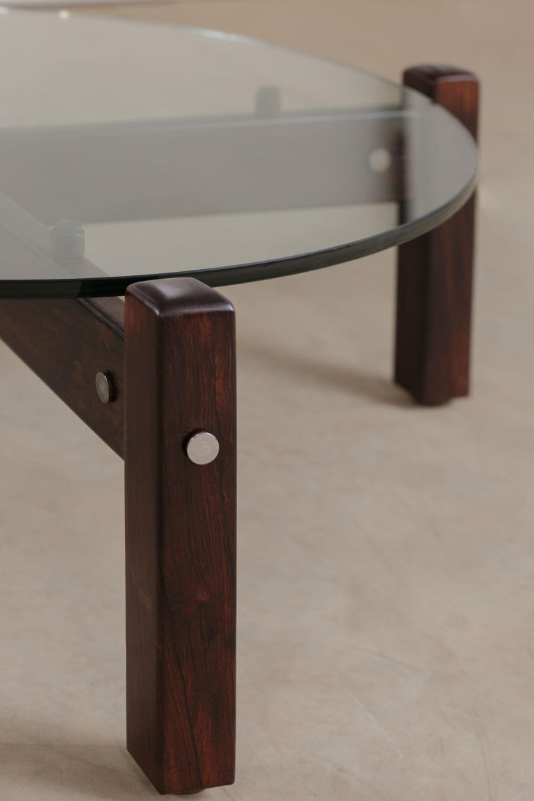 Vintage Latini Round Coffee Table by Sergio Rodrigues, Brazilian Midcentury In Good Condition For Sale In Clifton, NJ