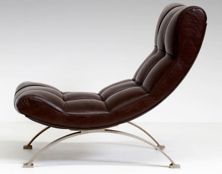 Vintage Leather Armchair with Footrest, Italian Production, 1960s In Good Condition For Sale In Roma, IT