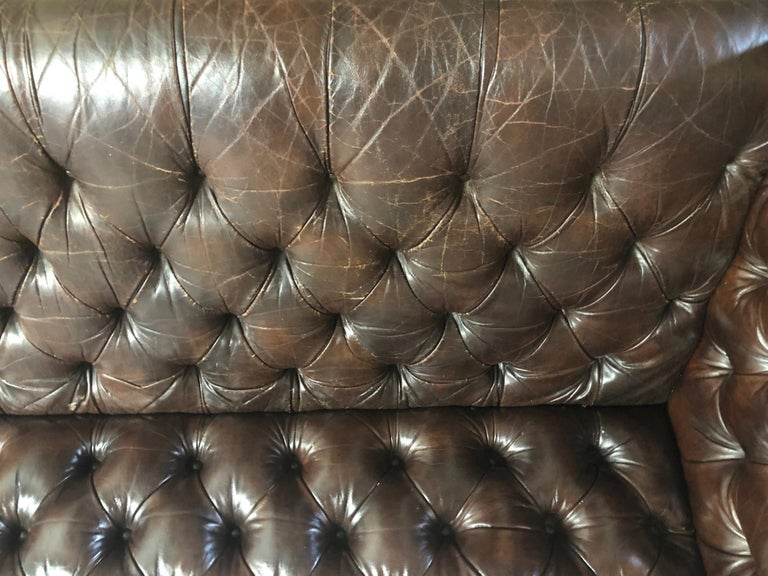 Vintage Leather Chesterfield Sofa In Good Condition For Sale In New York, NY