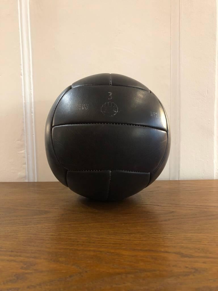 This medicine ball comes from the stock of an old Czech gymnasium, made in the 1940s. Thick cowhide with patina. Cleaned and treated with a special leather care. Weight: 3kg.