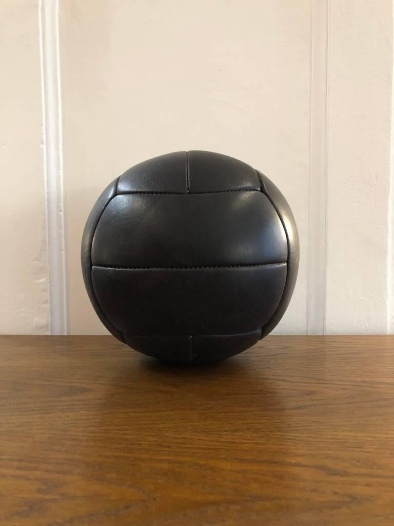 Vintage Leather Medicine Ball, 1940s In Good Condition For Sale In Wien, AT