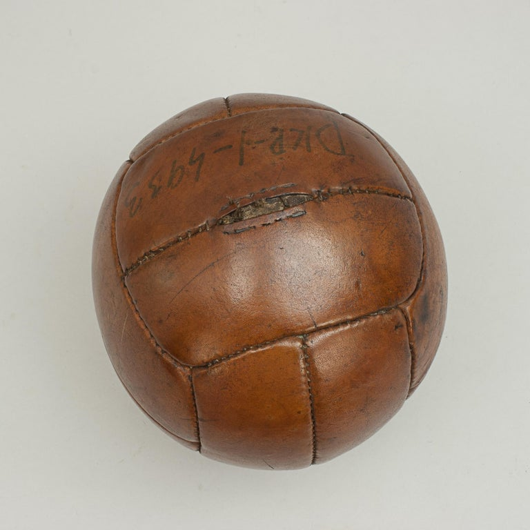 Vintage Leather Medicine Ball In Good Condition For Sale In Oxfordshire, GB
