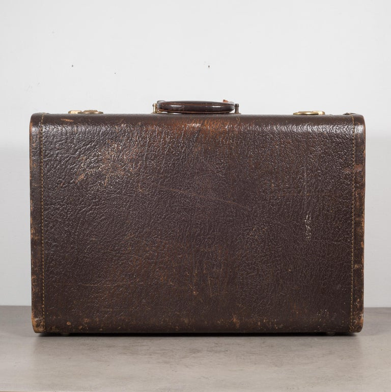 Vintage Leather Overnight Suitcase with Herringbone Interior, circa 1940-1950 In Good Condition For Sale In San Francisco, CA