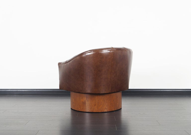 Vintage Leather Swivel Lounge Chairs by Milo Baughman For Sale 5