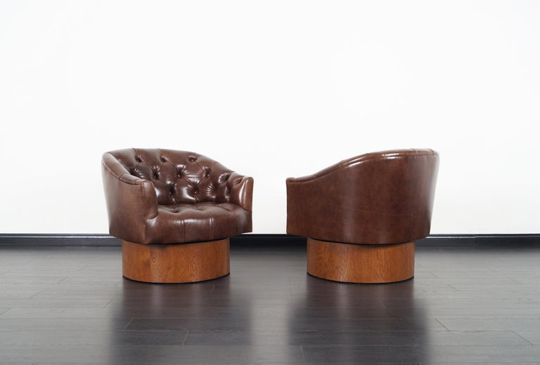 Mid-Century Modern Vintage Leather Swivel Lounge Chairs by Milo Baughman For Sale