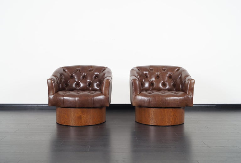 American Vintage Leather Swivel Lounge Chairs by Milo Baughman For Sale