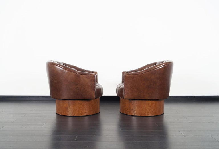 Vintage Leather Swivel Lounge Chairs by Milo Baughman In Excellent Condition For Sale In Burbank, CA