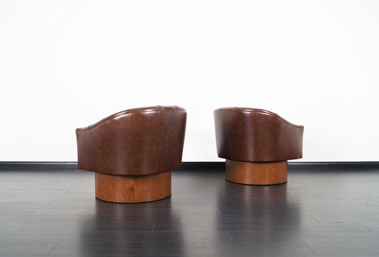 Mid-20th Century Vintage Leather Swivel Lounge Chairs by Milo Baughman For Sale