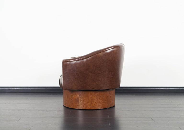 Vintage Leather Swivel Lounge Chairs by Milo Baughman For Sale 3