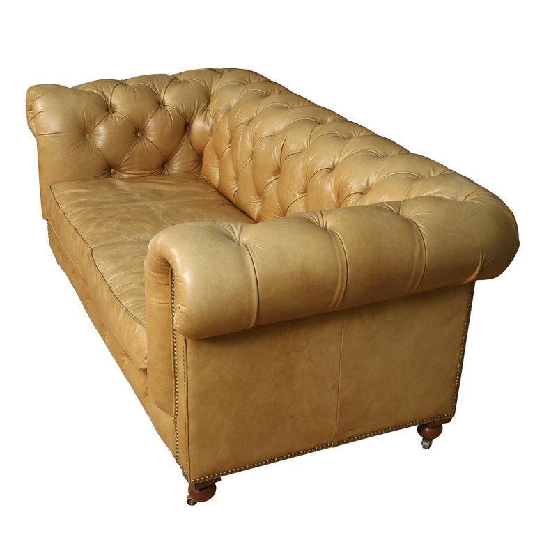 Vintage Leather Tufted Chesterfield Lovesesat In Fair Condition For Sale In Locust Valley, NY