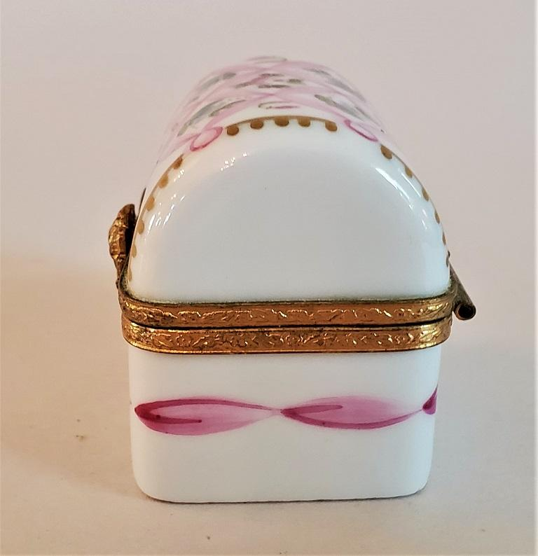 Vintage Limoges Domed Casket Ring Box In Good Condition For Sale In Dallas, TX