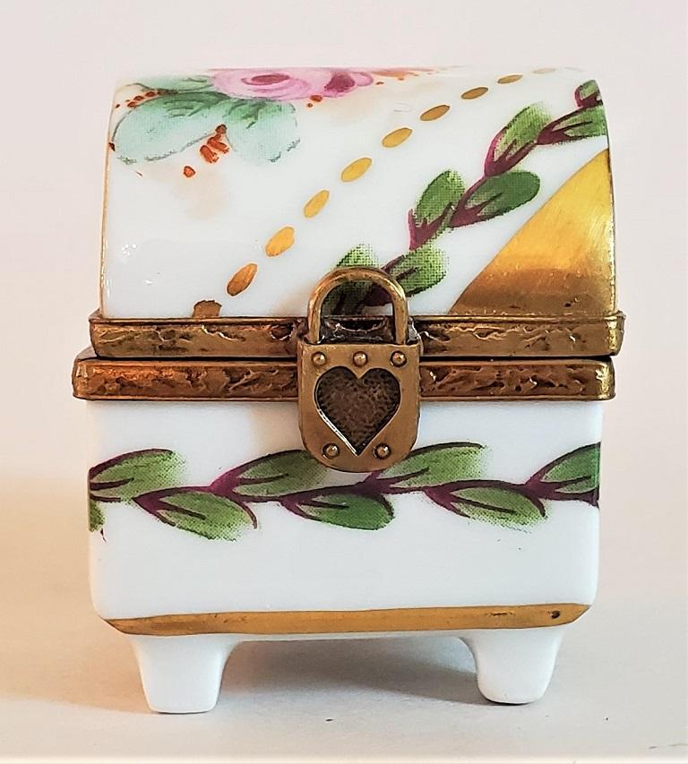 Presenting a lovely and exceptionally cute vintage Limoges heart lock ring box.