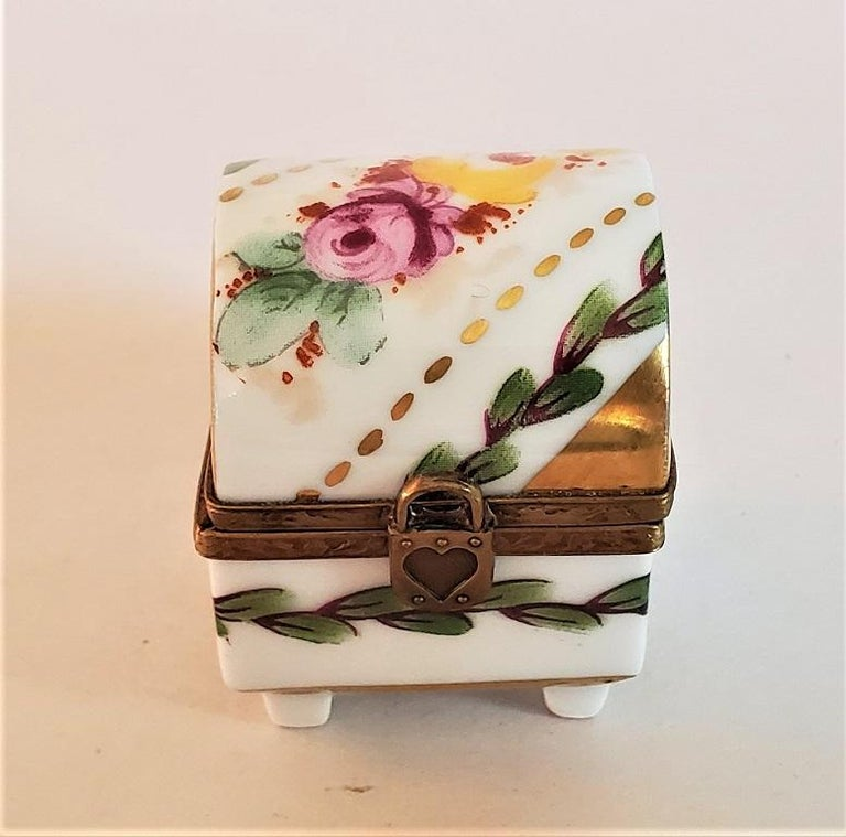 Vintage Limoges Heart Lock Ring Box In Good Condition For Sale In Dallas, TX