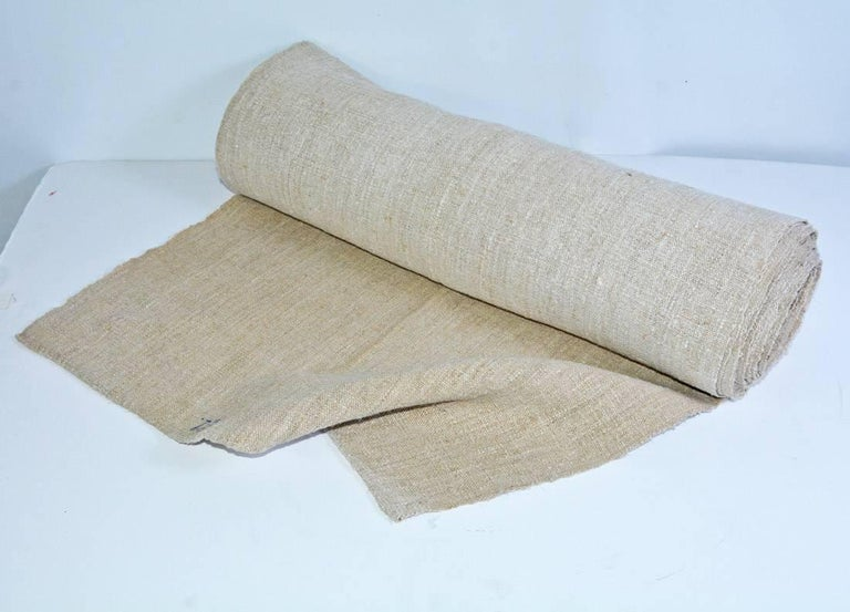 This vintage English grain sack linen textile fabric is in excellent condition! Beautifully woven rustic look makes it a brilliant fit for any country style or farmhouse decor. 23.5