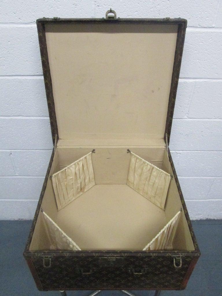 French Vintage Louis Vuitton Hat Box For Sale