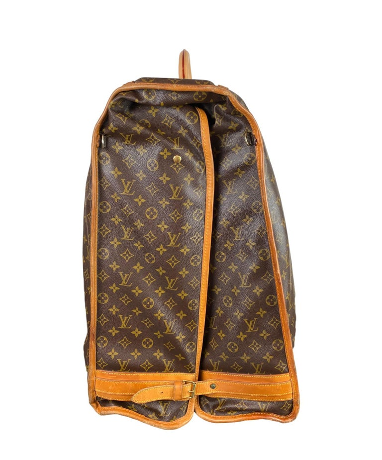 Vintage Louis Vuitton Large Folding Garment Monogram Luggage, circa 1970. In Good Condition For Sale In Banner Elk, NC